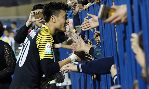 Thủ môn Bùi Tiến Dũng kiến tạo, Thanh Hoá đánh bại đội bóng của HLV Miura