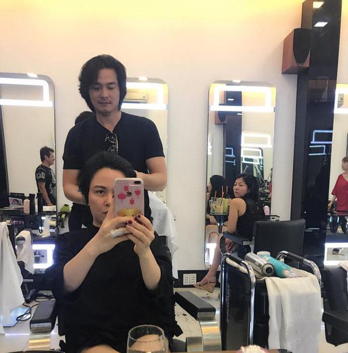 Phương Chanel khoe được Quách Ngọc Ngoan làm nhà tạo mẫu tóc độc quyền.