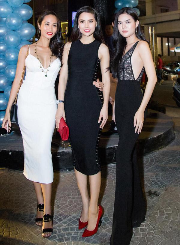 Từ trái qua: Á hậu Áo dài Chloe Nguyễn, Á hậu Thùy Giang gặp gỡ diễn viên Lê Ngọc Trinh.