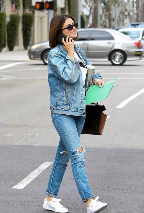 Selena vui vẻ xuất hiện trên phố trong ngày lễ Thánh Patrick hôm 17/3.