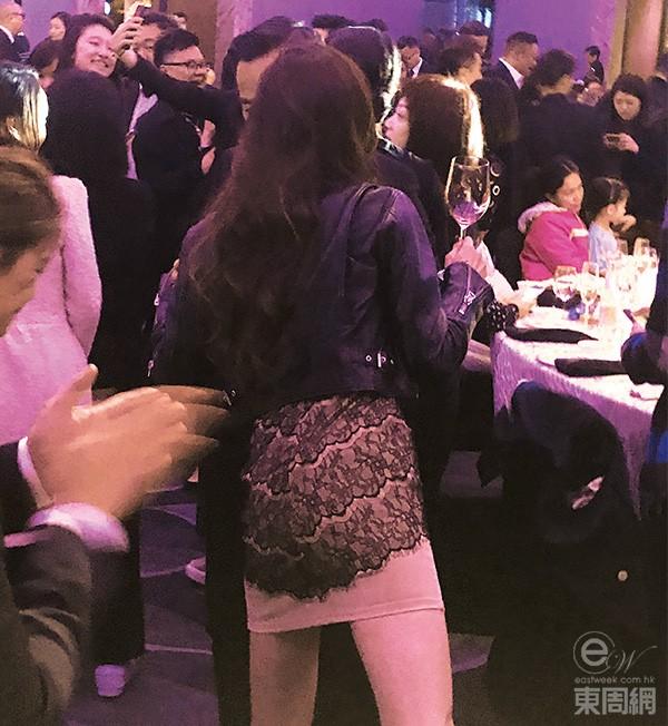 Trong khiđó, khiđược hỏi về mối quan hệ với Alvin Chau, Matsuoka Rina từng khẳngđịnh Alvin với cô là một người anh và không gì hơn. Cô cho biết vị tỷ phú hiểu cô, thườngđưa ra cho cô những lời khuyên về cuộc sống, cô rất tôn trọng anh.