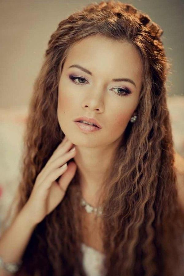 Tóc dập xù Kiểu tóc dập xù cũng là một mốt làm đẹp cũ được ưa chuộng trở lại. Kiểu tóc này được coi là vị cứu tinh cho những cô nàng có mái tóc mỏng hoặc hay bết dầu.