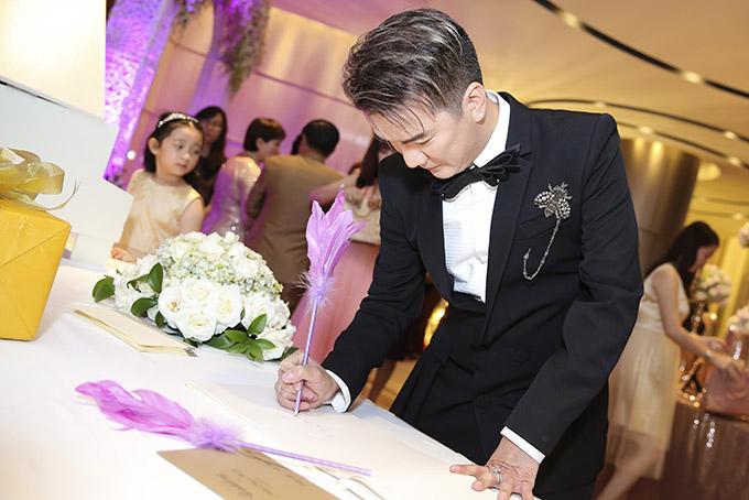 Mr. Đàm là huấn luyện viên của cô dâu Tố Ny ở The Voice 2015, giúp cô giành ngôi Á quân.