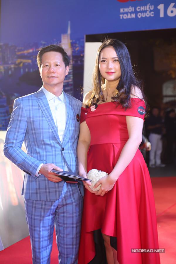 Váy suông kiểu dáng đơn giản là trang phục phù hợp với Phan Như Thảo thay vì kiểu đầm trễ vai khoe khoảng hở và chi tiết chân váy mullet.