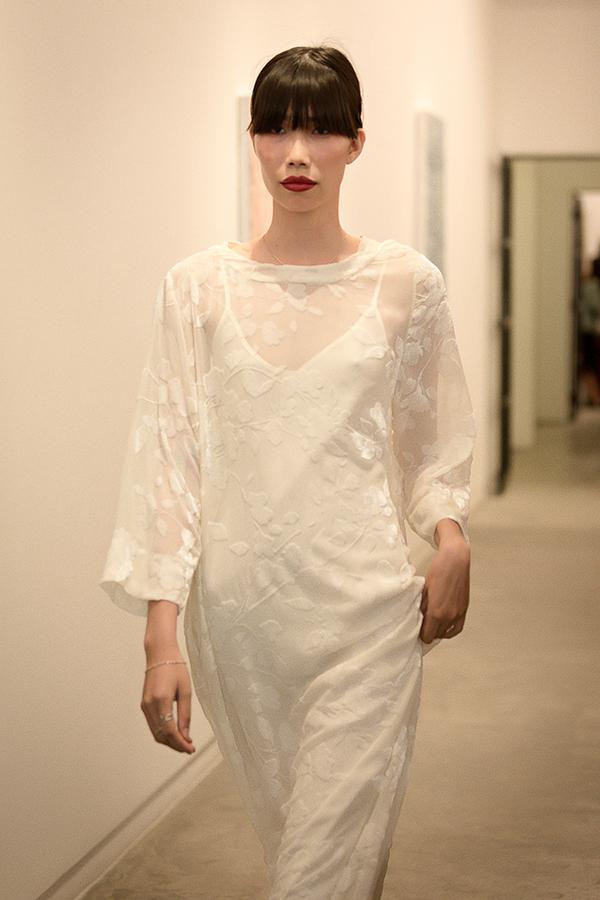 Những mẫu váy suông rộng gần như không thể thiếu trong các bộ sưu tập của nữ thiết kế. Nó là sản phẩmề cao sự phóng khoáng, nhẹ nhàng và giúp cơ thể người mặc thực sự thoải mái.