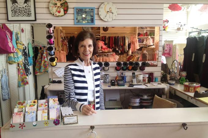 Bà hiện sống riêng tại thị trấn ven biển La Jolla, California (gần San Diego). Tại đây, bà Mary quản lý cửa hàng thời trang trẻ em mà bà đã mở từ năm 1980. Trên tường, bà treo ảnh Kim và những cô cháu gái xinh đẹp của mình.