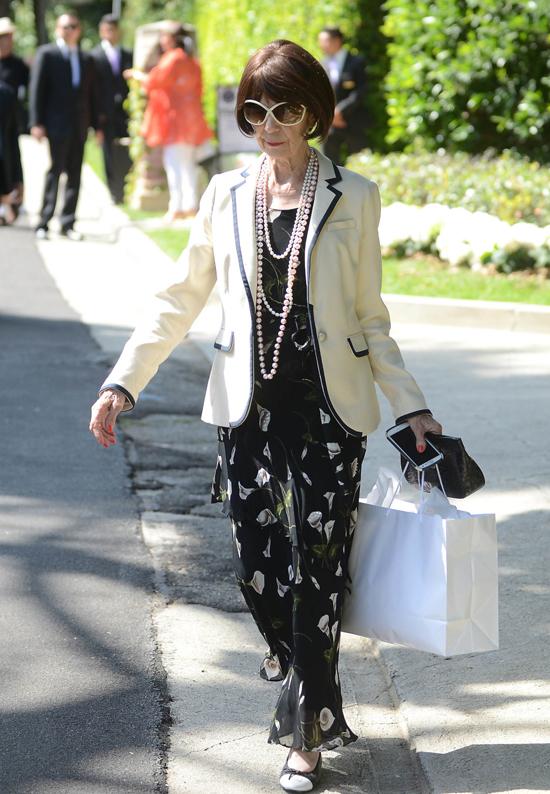 Bà ngoại Kim rất năng động và thời trang bất chấp tuổi xế chiều.