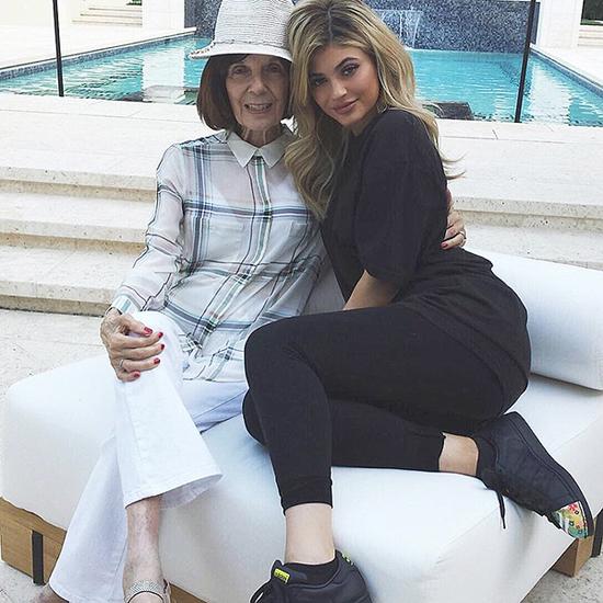 ... hay sẵn sàng tạo dáng kiểu cách cùng cô cháu út Kylie Jenner.