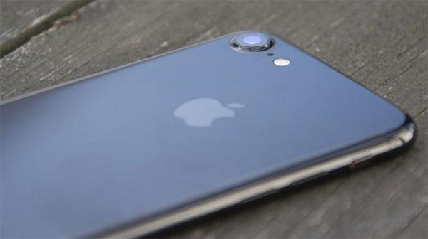 iPhone đứng đầu thị trường smartphone tân trang