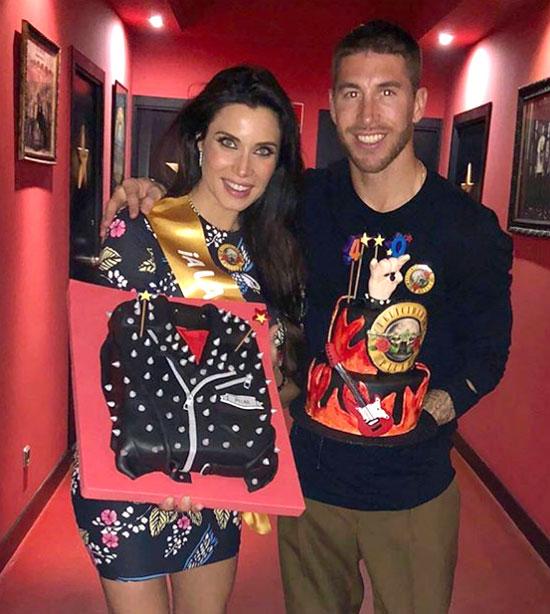 Sergio Ramos tặng bạn gái hai chiếc bánh. Ảnh: NS.