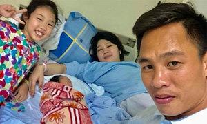 Vợ cầu thủ Việt: 'Tủi thân một mình đi đẻ, một tay lo việc lớn bé trong nhà'