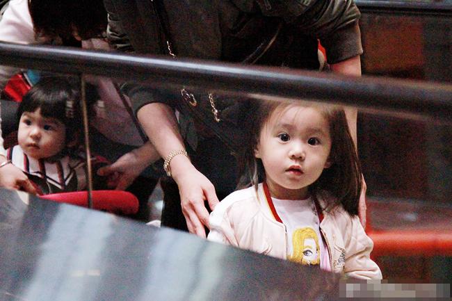 Con gái Giả Tịnh Văn thừa hưởng nhan sắc nổi trội của mẹ - 1