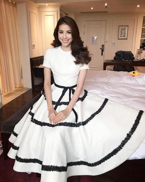 Phạm Hương xinh đẹp tựa như nàng công chúa trong chiếc váy của nhà thiết kế Lê Thanh Hoà.