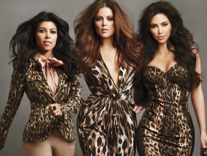 Ba chị em nhà Kardashion với dòng sản phẩm riêng dành cho thương hiệu Sears.
