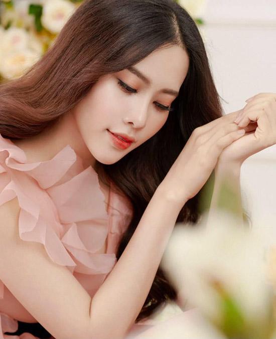 Top 8 Miss Earth 2016 đang cố quên đi mối tình với Trường Giang bằng cách tìm đến âm nhạc.