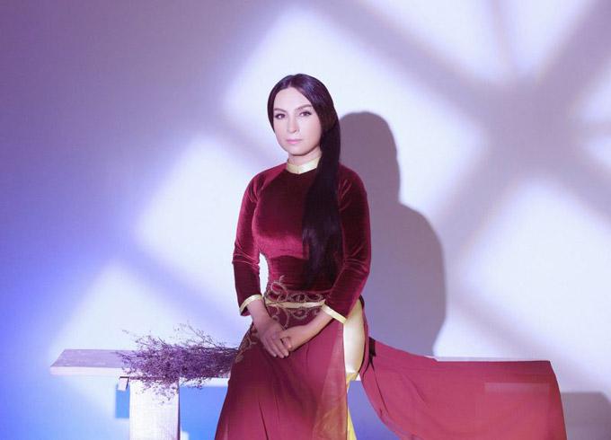 Ca sĩ Phi Nhung.