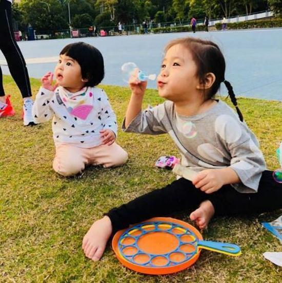 Con gái Giả Tịnh Văn thừa hưởng nhan sắc nổi trội của mẹ - 5