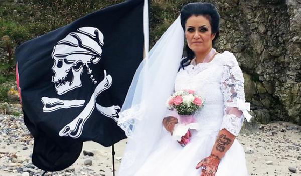 Amanda Teague trong đám cưới với hồn ma 300 tuổi. Ảnh: Inside Edition