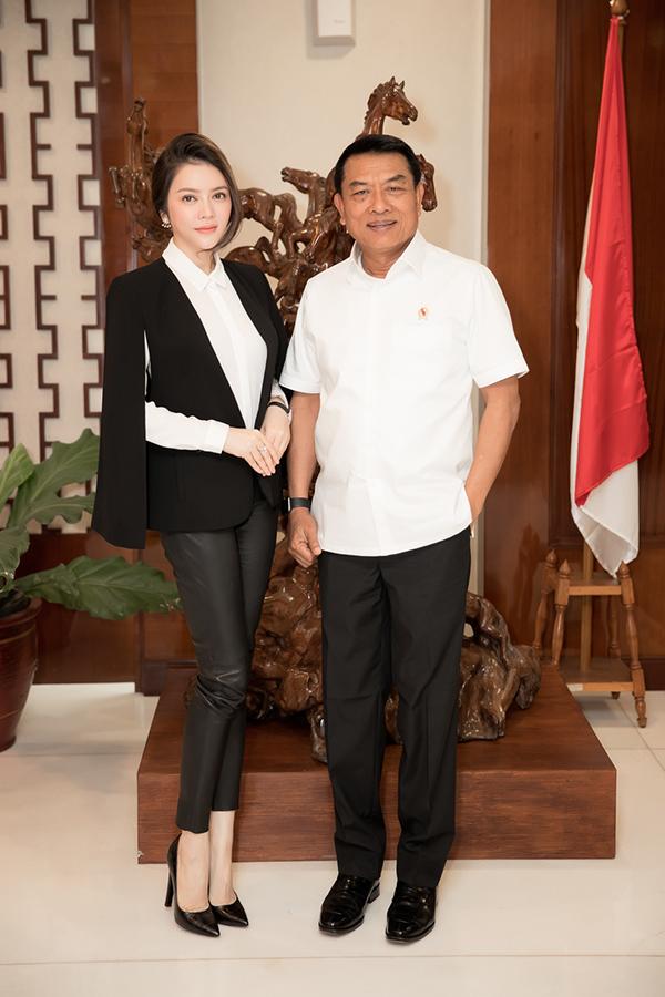Theo lời mời của ngài Moeldoko - Chánh Văn phòng Phủ Tổng thống Indonesia - nữ doanh nhân Lý Nhã Kỳ đã có buổi làm việc tại toà nhà Bina Graha, thuộc phủ Tổng thống