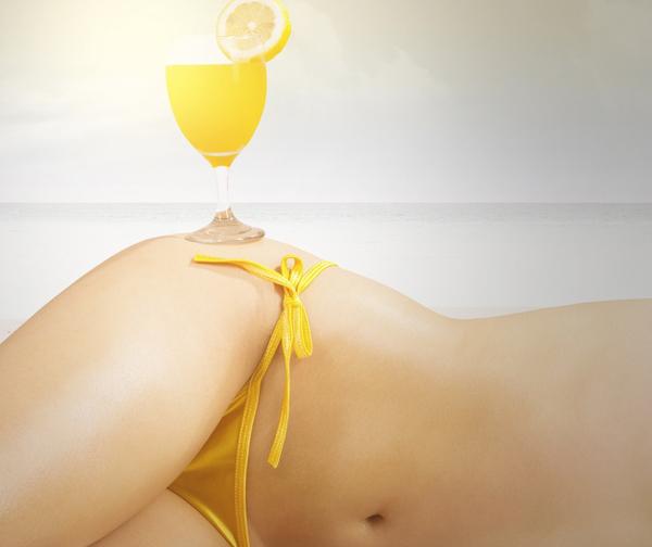 Nước cốt chanh có chứa hàm lượng vitamin C dồi dào, giúp tăng cường collagen, cải thiện kết cấu da. Dùng nước chanh tươi thoa lên vùng da có vết rạn khoảng 10 phút rồi rửa sạch. Nên áp dụng liệu pháp này mỗi ngày để thấy được hiệu quả rõ rệt.