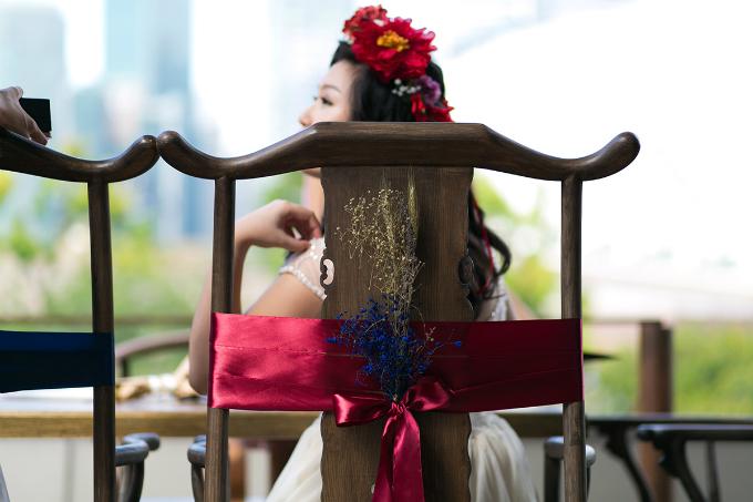Trang trí không gian tiệc cưới bằng hoa khô để tiết kiệm chi phí.