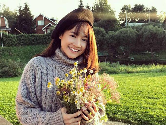 Nhã Phương cũng rất thích thú với cảnh sắc mùa đông nước Nga.Trong thời gian thực hiện Tình khúc Bạch Dương, nữ diễn viên thường xuyên chụp ảnh để lưu lại làm kỷ niệm.
