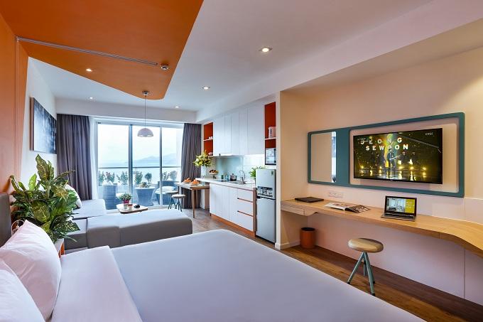 Bên trong căn hộ khách sạn thông minh Ariyana SmartCondotel Nha Trang. Điện thoại: 0258.3552888. Fax: 0258.3552999. Email:reservation.nha@smartcondotel.com.