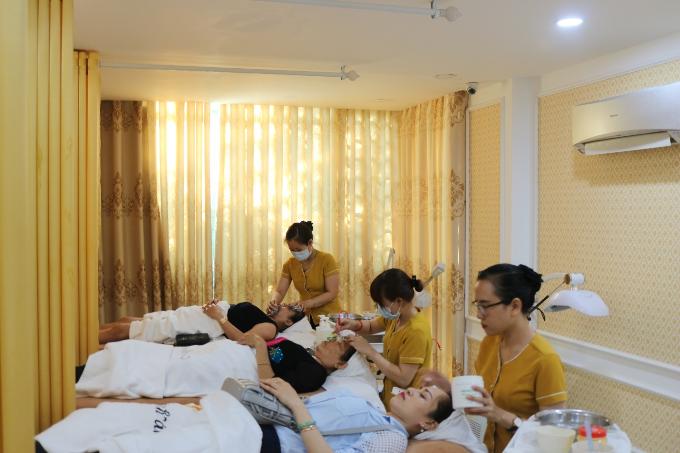 Chị em trải nghiệm giải pháp Laser Melasma tạiThanh Vân Beauty.
