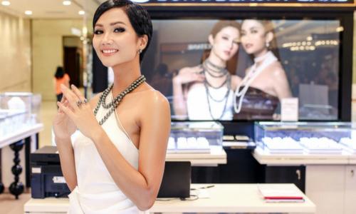 Hoa hậu H'Hen Niê kiêu sa với trang sức ngọc trai