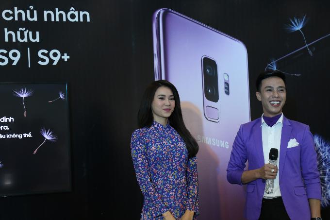 Samsung vừa ra mắt Galaxy S9 và S9+ vào 0h ngày 26/2 (theo giờ Việt Nam). Bộ đôi sở hữu nhiều tính năng, mang đến nhiều trải nghiệm thú vị cho người dùng.Tham gia sự kiện giao hàng và mở bán S9/S9+ của Thế Giới Di Động ngày 16/3 vừa qua, Cô Ba Lan Ngọc đã có những hoạt động trải nghiệm thú vị và chia sẻ chân thật về phiên bản lần này.
