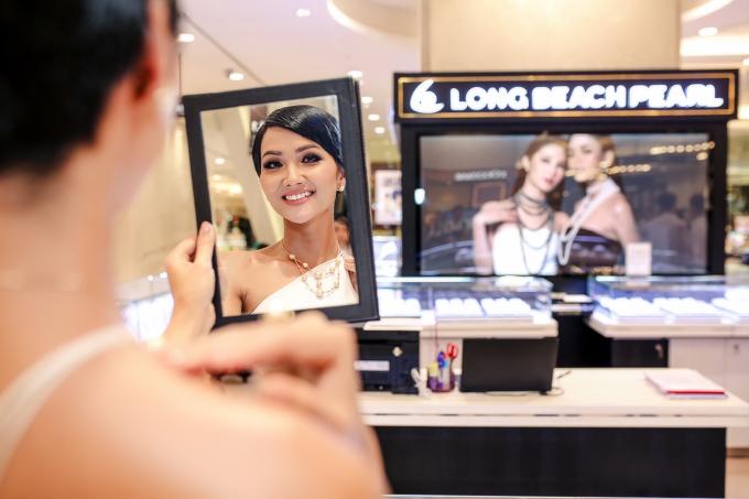 Hoa hậu H Hen Niê kiêu sa với trang sức ngọc trai - 2