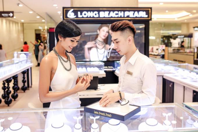 Hoa hậu H Hen Niê kiêu sa với trang sức ngọc trai - 3