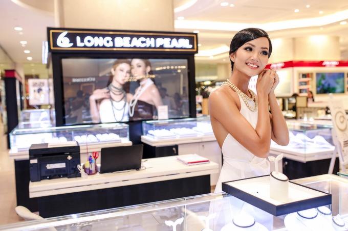 Hoa hậu H Hen Niê kiêu sa với trang sức ngọc trai - 5