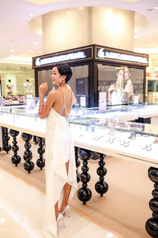 Hoa hậu H Hen Niê kiêu sa với trang sức ngọc trai - 6