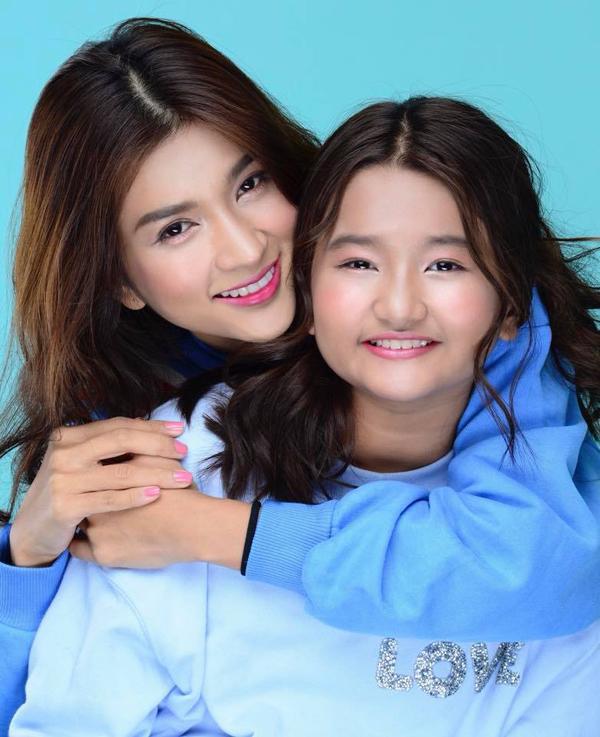 Con gái Kim Tuyến tên Ngọc Khánh, năm nay lên 10 tuổi. Nữ diễn viên đã làm mẹ đơn thân nhiều năm nay, sau khi cuộc hôn nhân đầu tiên tan vỡ.