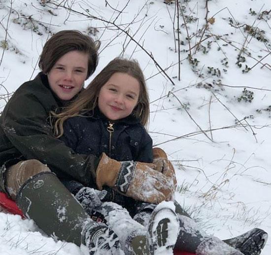 Cruz và Harper tươi tắn trong buổi chiều đi chơi tuyết hôm cuối tuần.