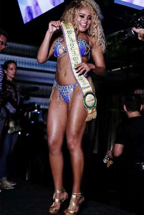 Erica Canella giành giải Miss Bumbum năm 2016. Ảnh: Sun.