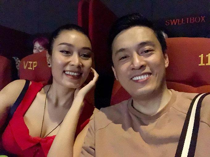 Lam Trường cùng cháu gái Minh Thư rủ nhau đi phim. Anh viết: Hôm nay mới đến rạp xem được phim Tháng năm rực rỡ nè Quang Dũng, có người khóc.