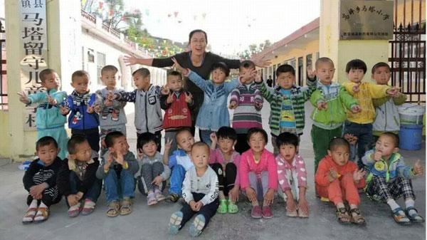 Cô giáo nhận làm mẹ của hơn 300 trẻ em bị cha mẹ bỏ lại ở vùng nông thôn