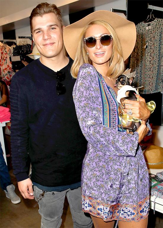 Paris Hilton và hôn phu trong sự kiện hôm 17/3.