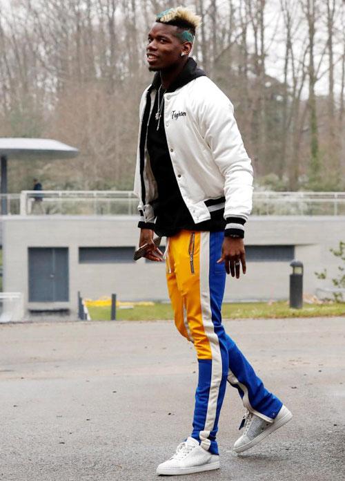 Tiền vệ Paul Pogba mặc áo khoác gần 2.500 bảng,