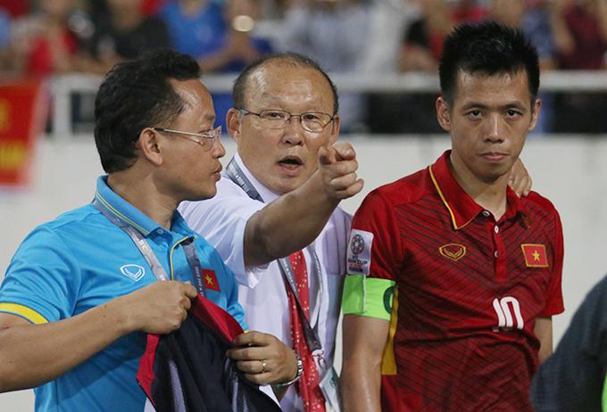 Văn Quyết bị treo giò trong hai trận đấu vừa qua ở V-League 2018 nên HLV Park Hang-seo không đánh giá được phong độ của anh. Ảnh: Văn Đương.