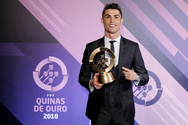 Năm thứ 3 liên tiếp, C. Ronaldo được bầu là Cầu thủ hay nhất năm của Bồ Đào Nha.
