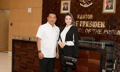 Lý Nhã Kỳ làm việc với chánh văn phòng phủ Tổng thống Indonesia