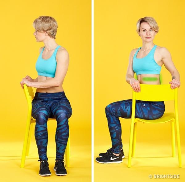 Động tác vặn người Ngồi nghiêng người ở một bên ghế, hai tay nắm vào thành ghế, thẳng lưng, vặn người về phía thành ghế, giữ trong 30 giây, hít thở sâu 5 lần rồi trở về tư thế chuẩn bị. Lặp lại động tác 5 lần rồi đổi bên.