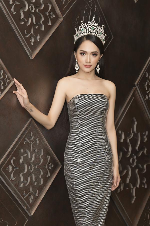 Hoa hậu Hương Giang mặc 4 bộ váy gợi cảm quay quảng cáo ở Thái Lan - 4