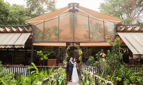 Tiệc cưới phong cách rustic cho hôn lễ có số lượng ít khách mời
