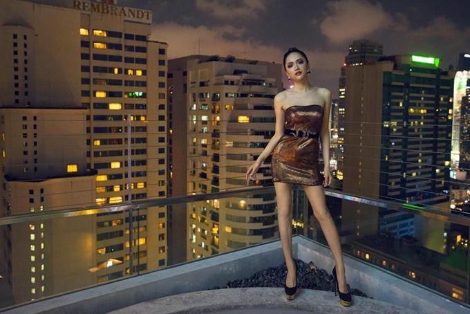 Hoa hậu Hương Giang mặc 4 bộ váy gợi cảm quay quảng cáo ở Thái Lan - 6