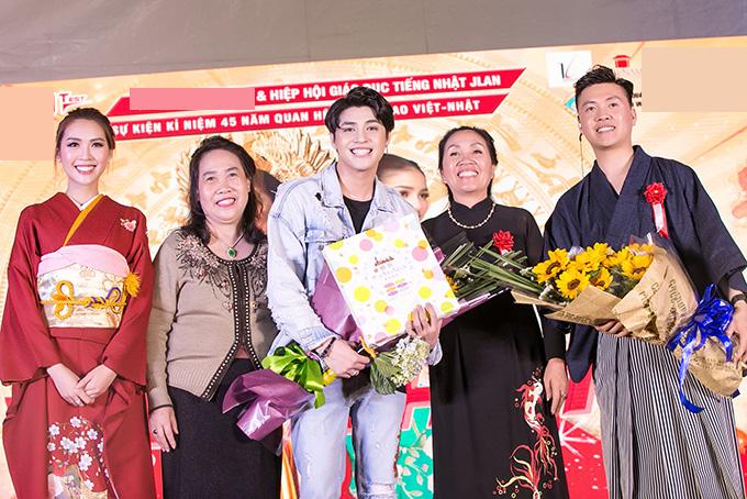 Ca sĩ Noo Phước Thịnh cũng tham gia sự kiện.