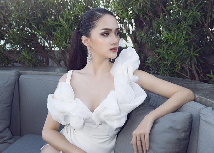 Hoa hậu Hương Giang mặc 4 bộ váy gợi cảm quay quảng cáo ở Thái Lan - 8